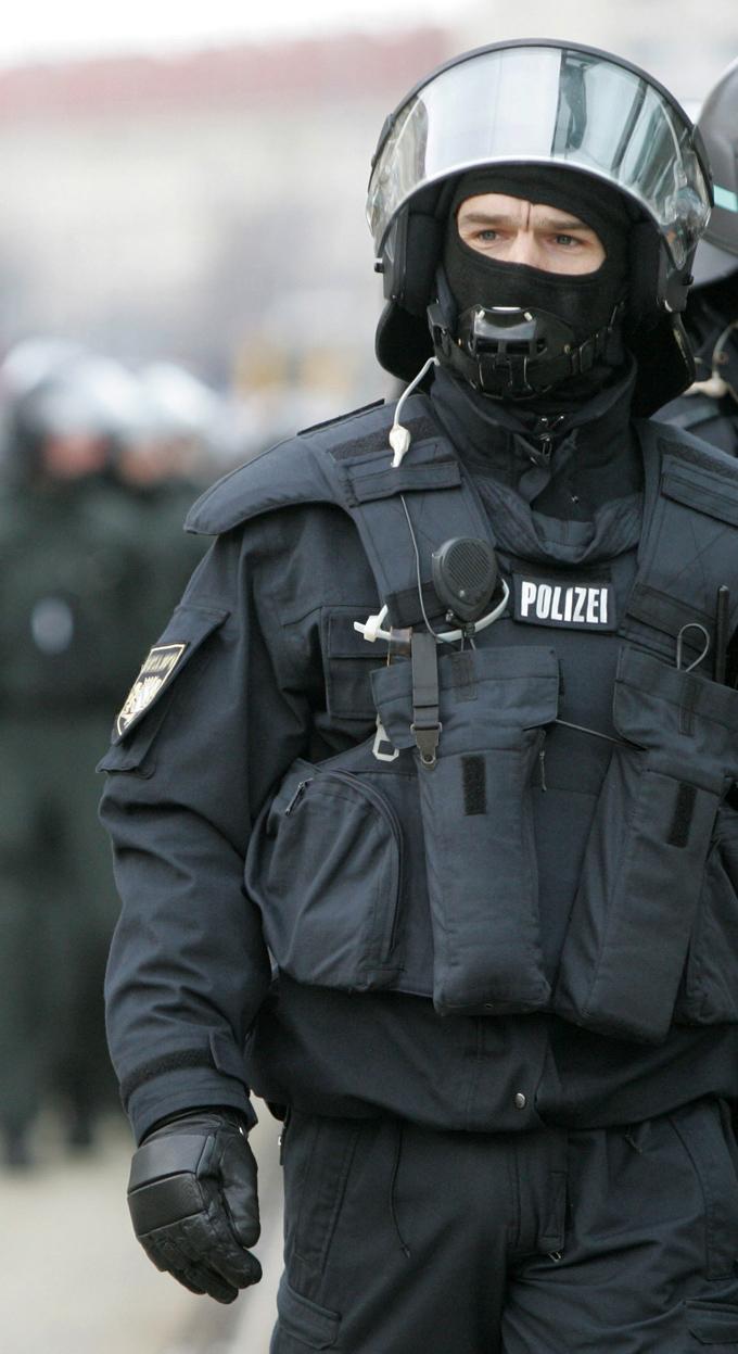 MILITÄR / POLIZEI / SICHERHEIT